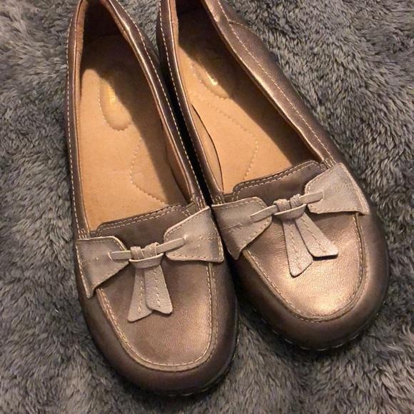 Clarks Shoes | Metallic Flats | Poshmark